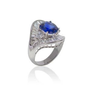 18K Wg Ring set with 1 pc Blue Sapphire(4.30cts) 38 pcs Diamonds(4.10cts)